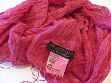 1 Schal aus Vietnam (50% Seide, 50% Baumwolle)