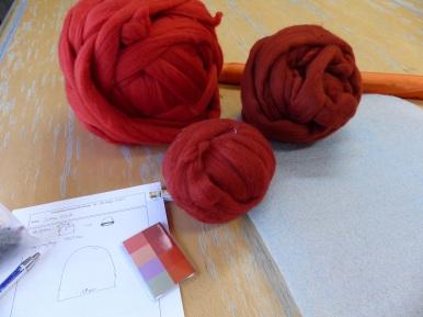 Die Vorbereitungen für den Hut laufen auf Hochtouren. Die Farbe soll den Frühlingstyp in mir hervorheben.