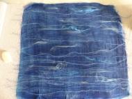 Wollfäden und Seide eingesetzt. Das Meer soll so nachempfunden werden.